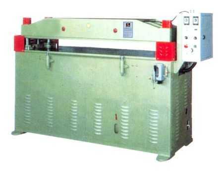 四支柱高速油压裁断机